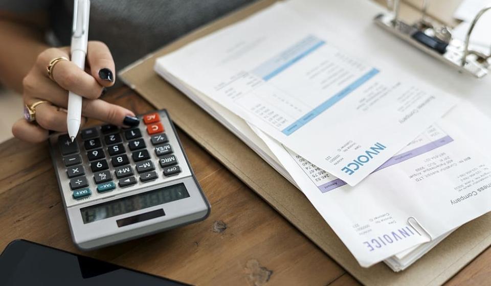 accountant-accounting-admin-alone